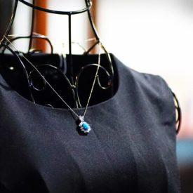 ナチュラルターコイズを ダイヤモンドで取り巻いたネックレス